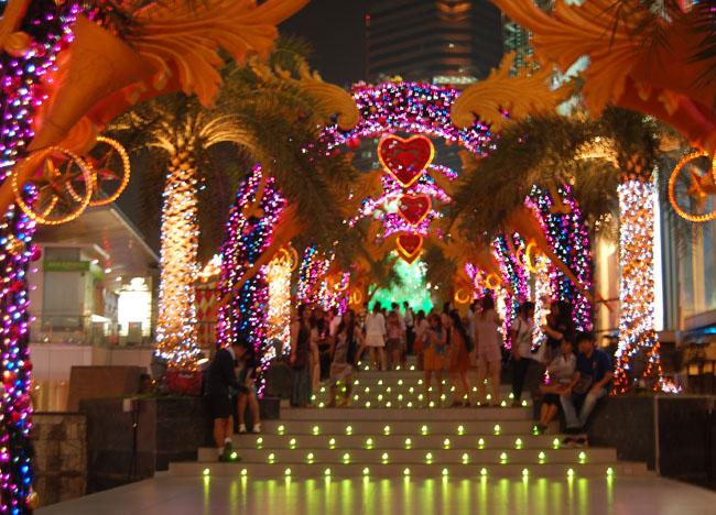 Siam Paragon Christmas Arch, Christmas in Bangkok Christmas Lights Tour