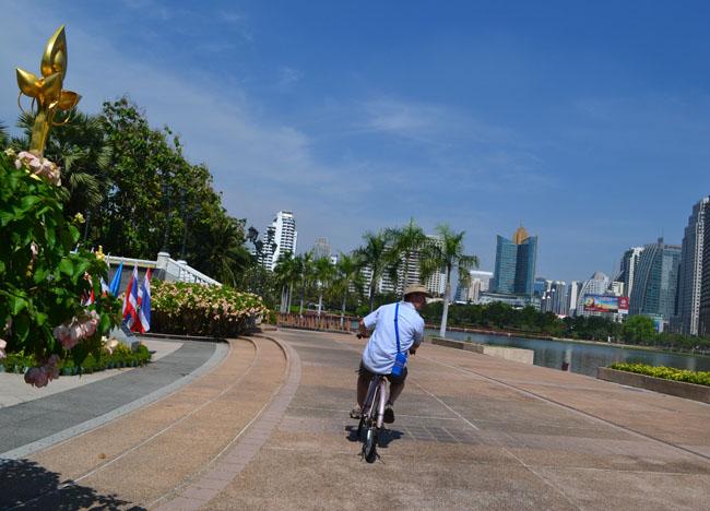 Benjakiti Park, Cost of living in Bangkok on a Budget, Sukhumvit area
