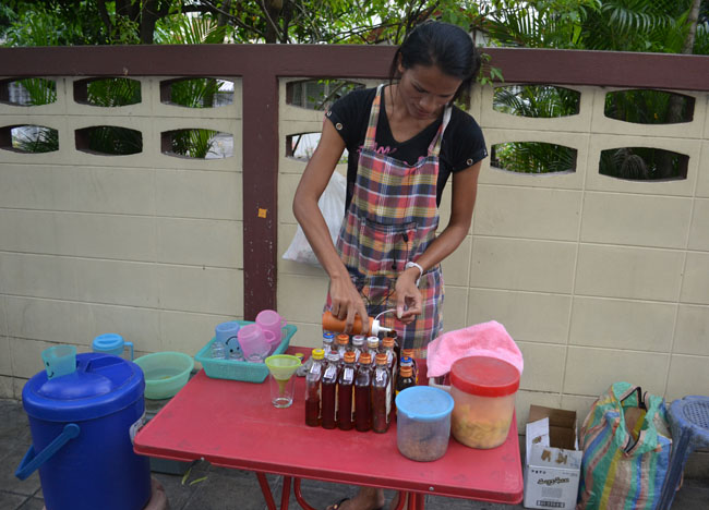 Adding Honey, Ya Dong Street Liquor, Thai Alcohol, Bangkok, Thailand