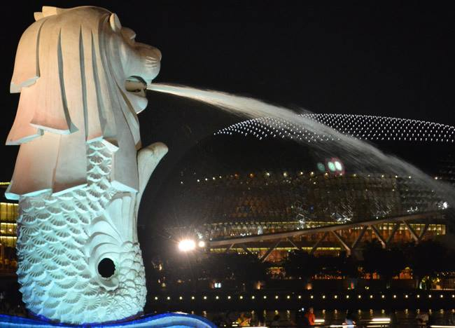 Merlion Park and Durian, Where to Stay in Singapore on a Budget