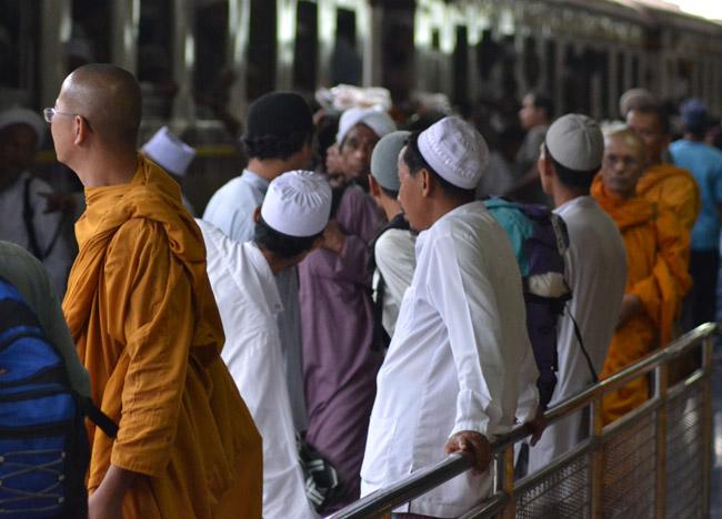 Monks and Muslims Hat Yai Singapore to Bangkok Overland Island Hopping