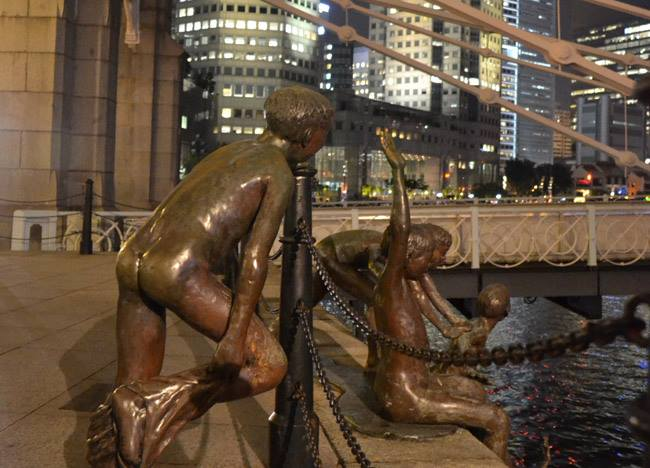 Boys River Sculpture, Where to Stay in Singapore on a Budget