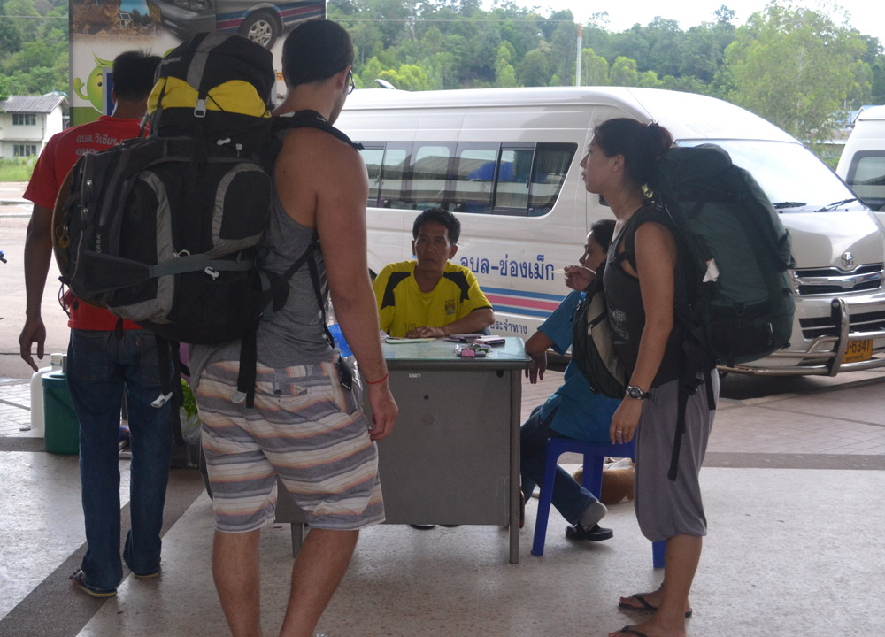 Minibus to Ubon Ratchathani, Pakse to Bangkok by Bus, Laos to Thailand