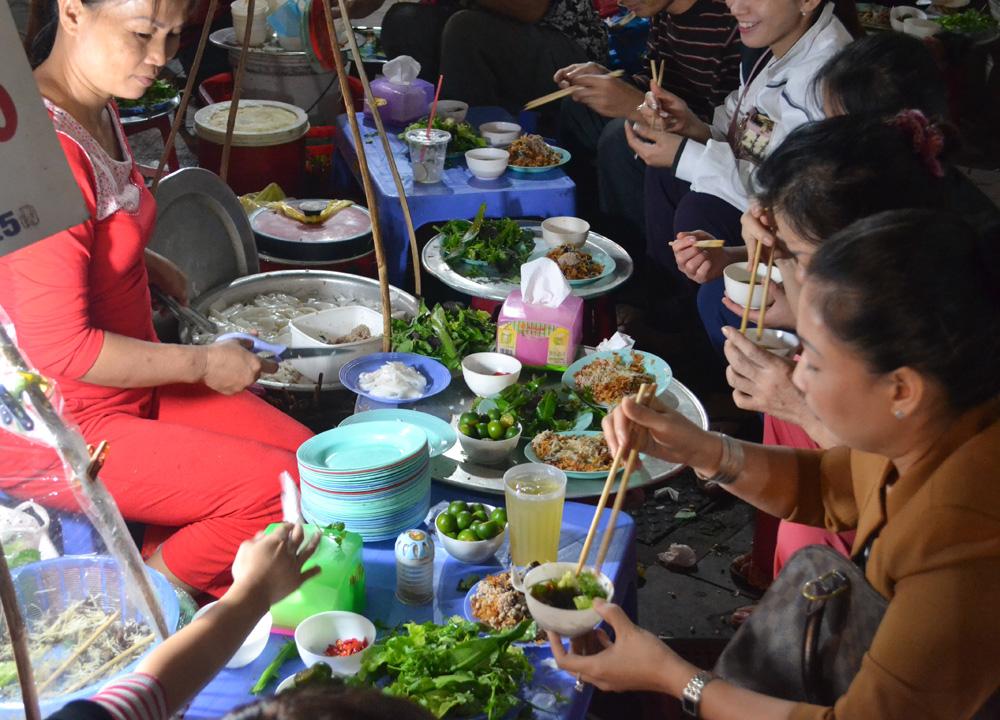 Banh Beo Rice Cakes, Hanoi Night Market, Hang Dao, Weekend Nightlife
