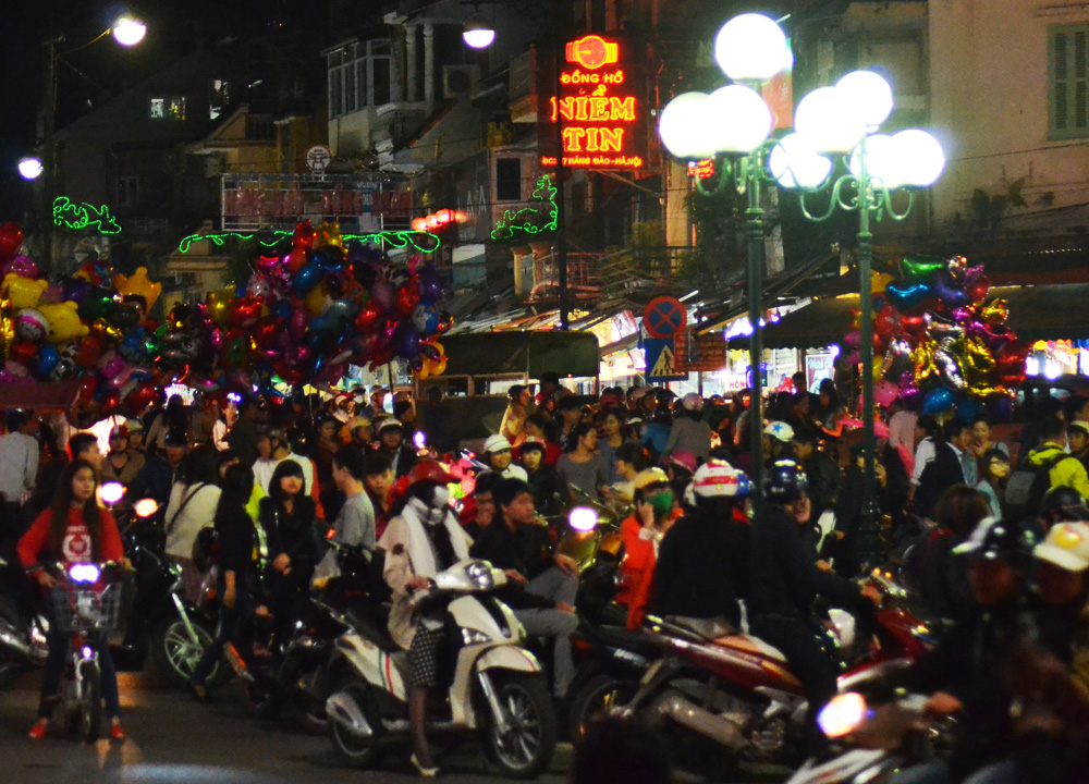 Lakeside Entrance to Hanoi Night Market, Hang Dao, Weekend Nightlife