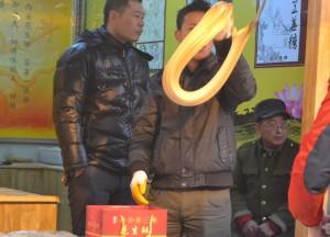 Stretching Caramel, Eating on Xian Muslim Quarter, Street Food