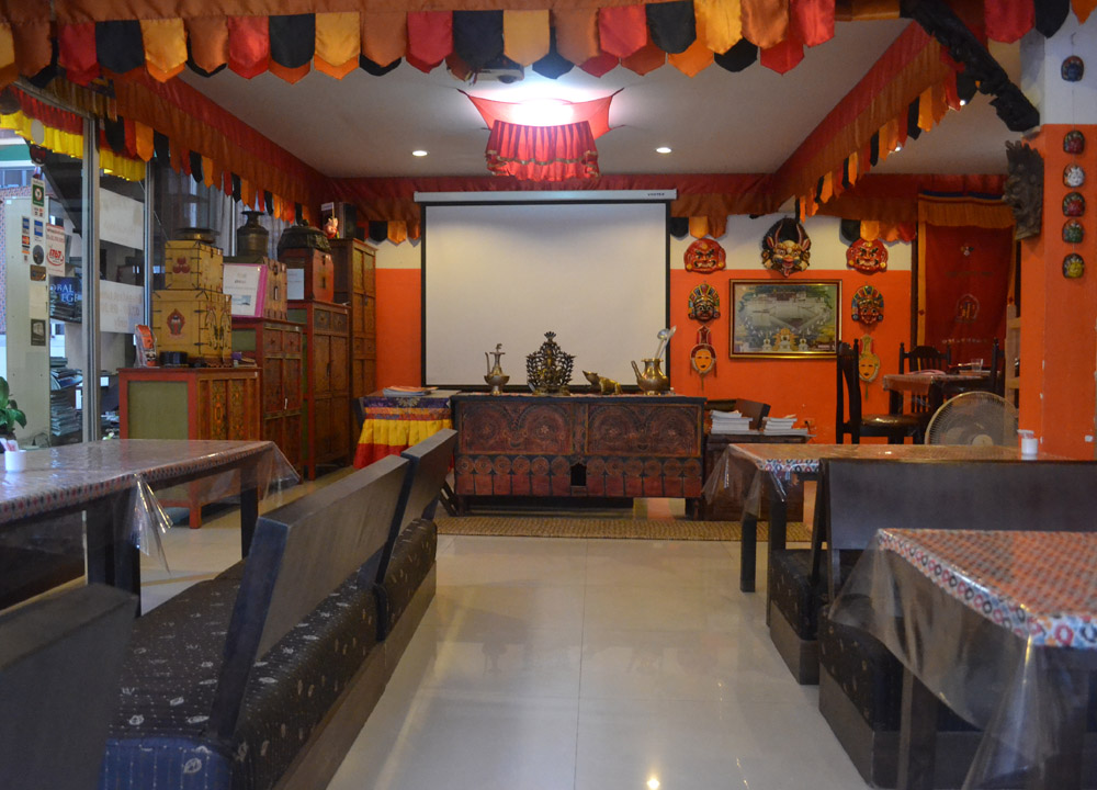 Himalaya restaurant in bangkok sukhumvit 31 nepalese food for Interior house design in nepal