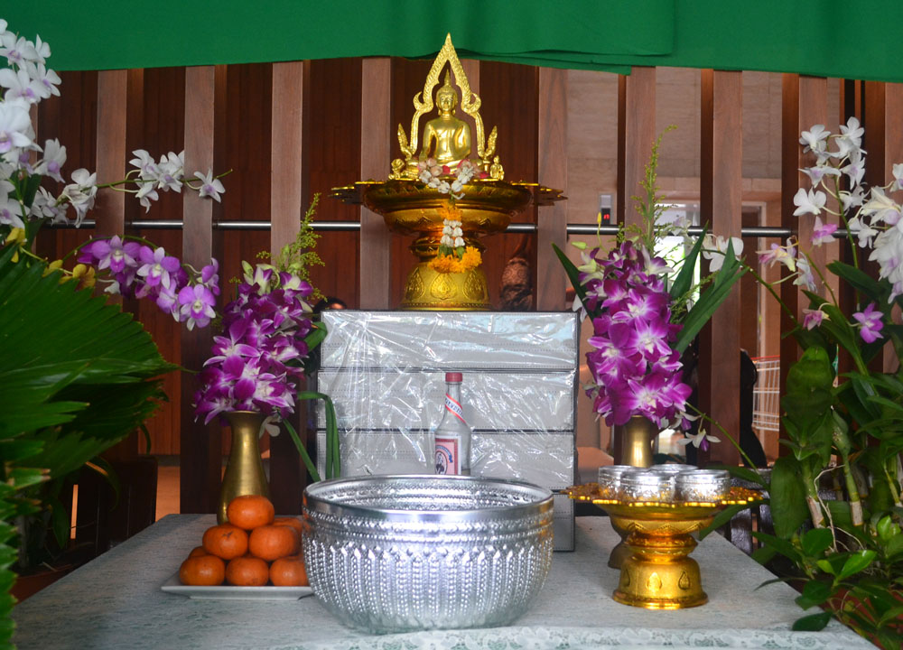 Song Nam Phra A Simple Songkran Temple Ceremony Pouring