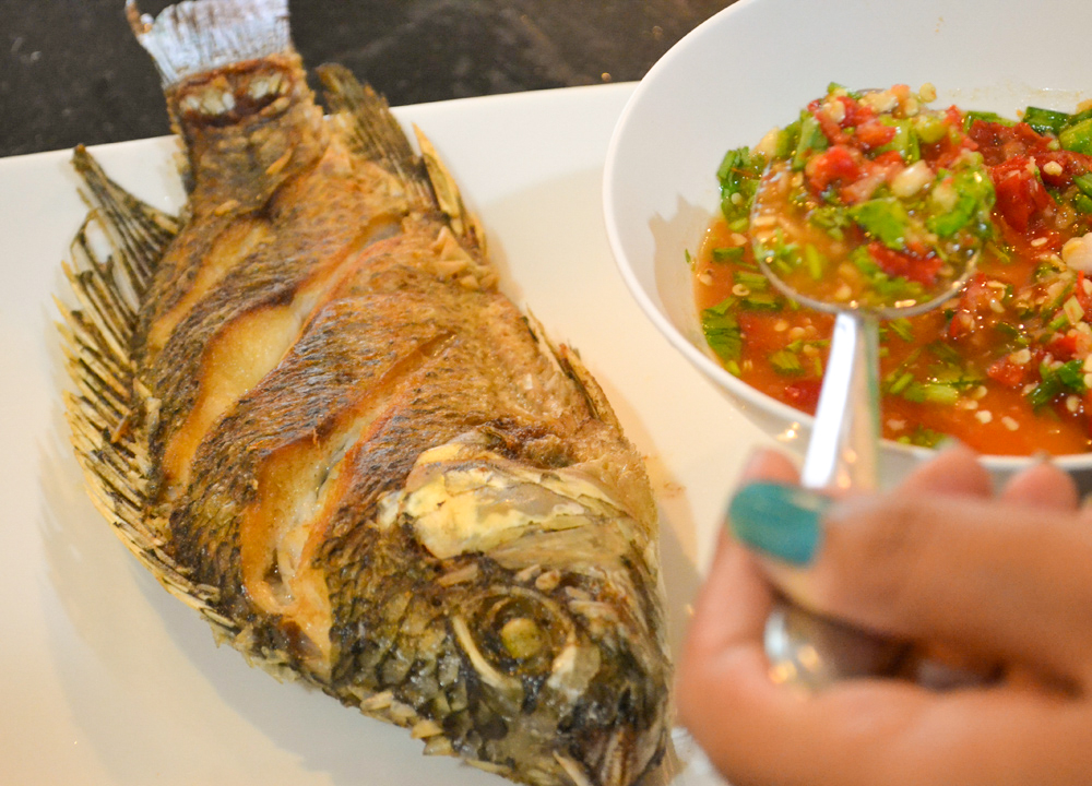 Thai fried fish dishes pla tod cooking in thailand for What goes good with fried fish