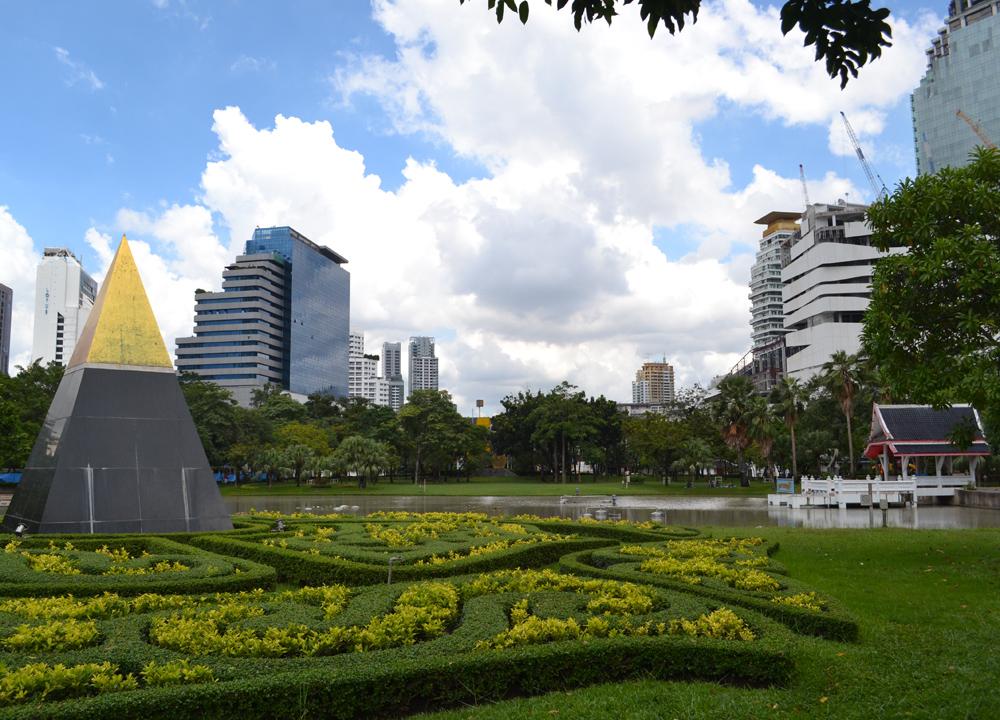 Benjasiri Park in Sukhumvit (Queens Park, Bangkok)Live Less ...